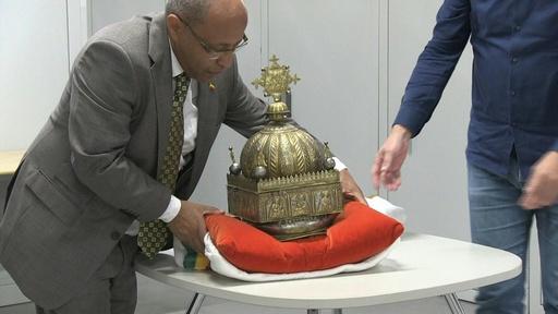 動画:20年以上隠し続けた18世紀の冠 エチオピアに返還へ