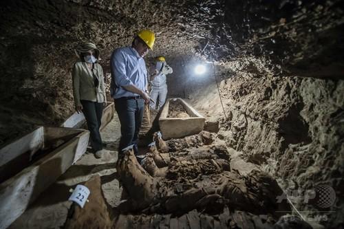 地下墓地でミイラ17体見つかる、エジプト中部では「前代未聞」