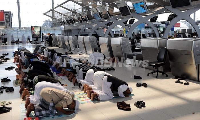 航空機内での礼拝はいつする? イスラム教徒の悩み解決するウェブサイト