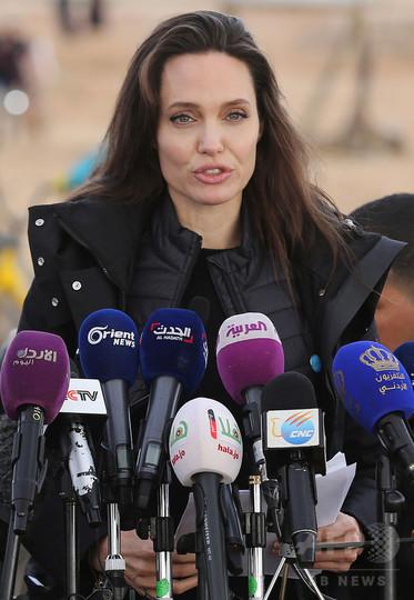 アンジー、シリア難民キャンプを訪問 内戦解決を改めて呼び掛け