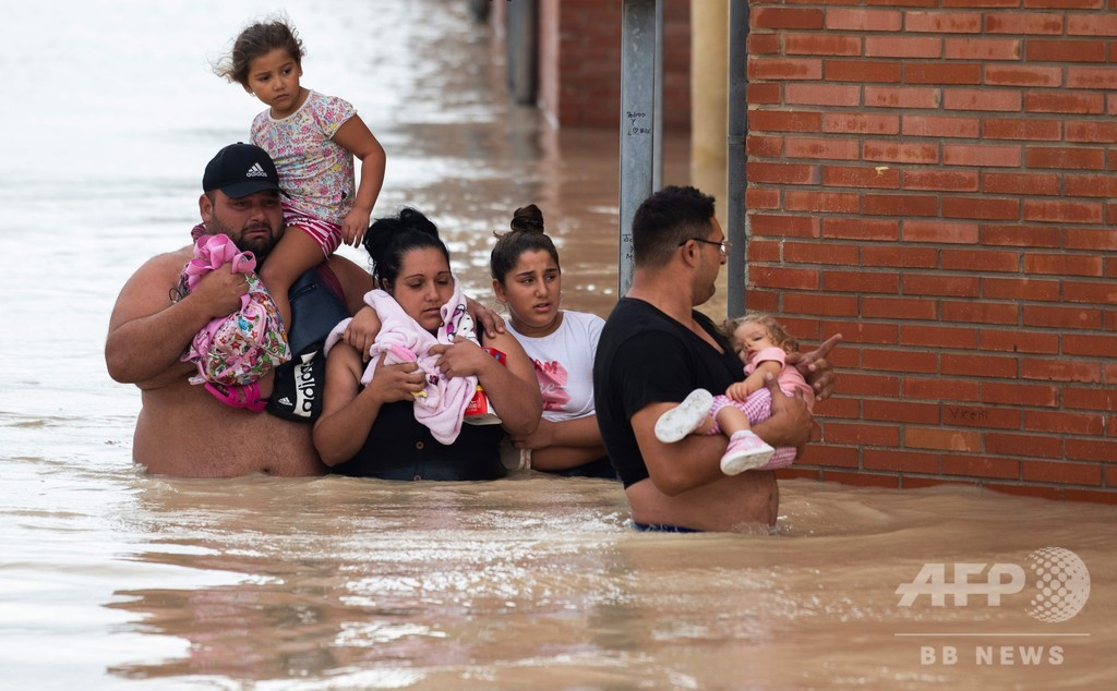 スペイン南東部で記録的豪雨、5人死亡