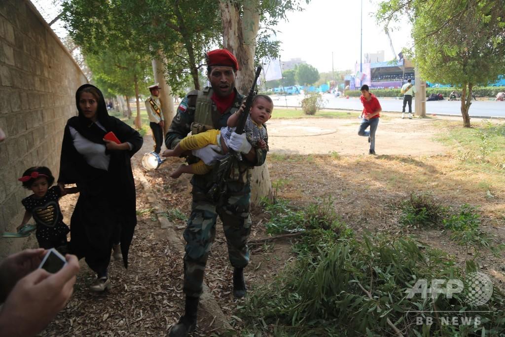 軍事パレード襲撃、混乱の現場 「背後に親米の中東諸国政権」とイラン当局者ら