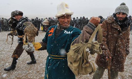 キルギスで開かれた「狩猟の祭典」