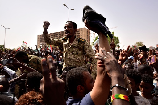 スーダン暫定軍事評議会、メンバー3人が辞任