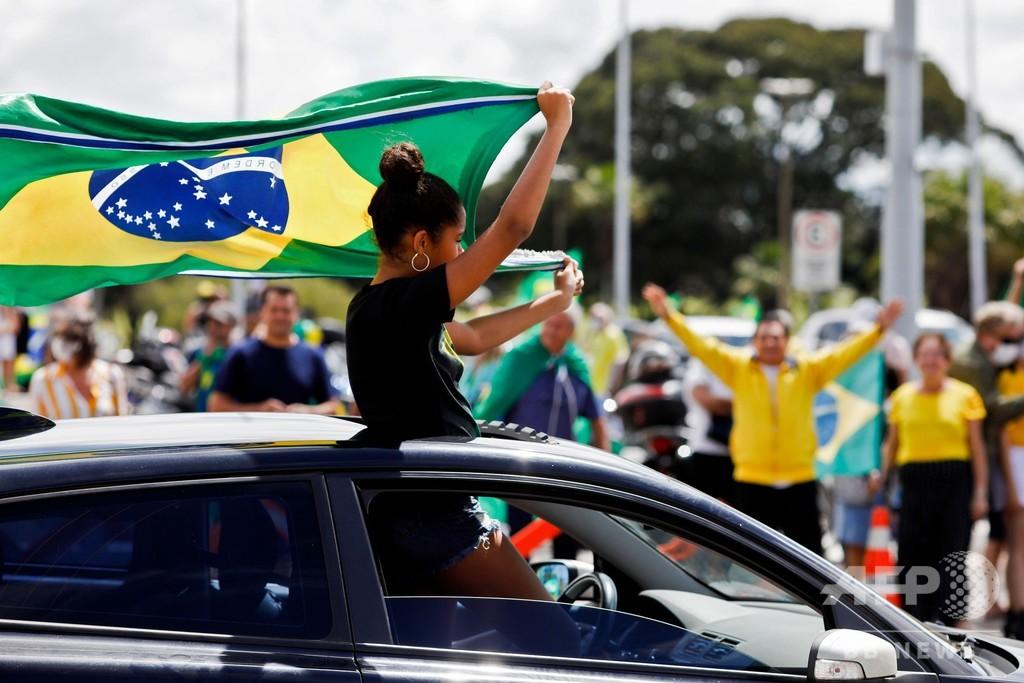 ブラジル大統領、隔離措置に抗議 首都軍本部前のデモで演説