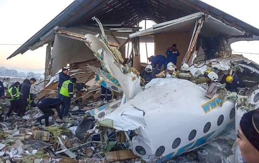 カザフスタンで旅客機墜落、100人搭乗 12人死亡