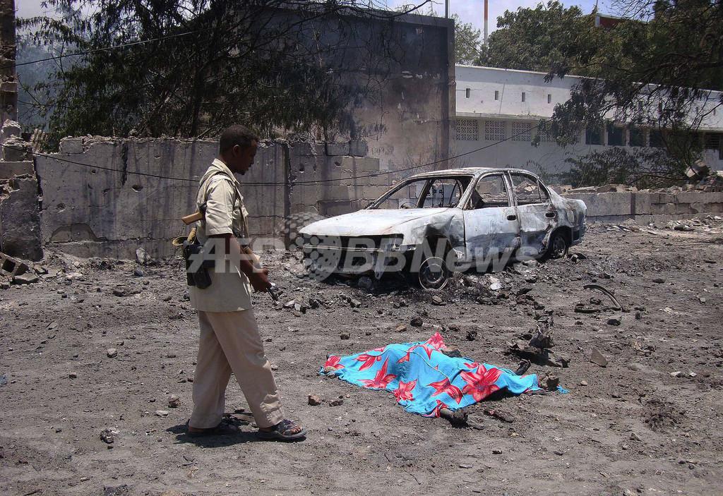 ソマリア首都で自動車爆弾攻撃、死者70人以上