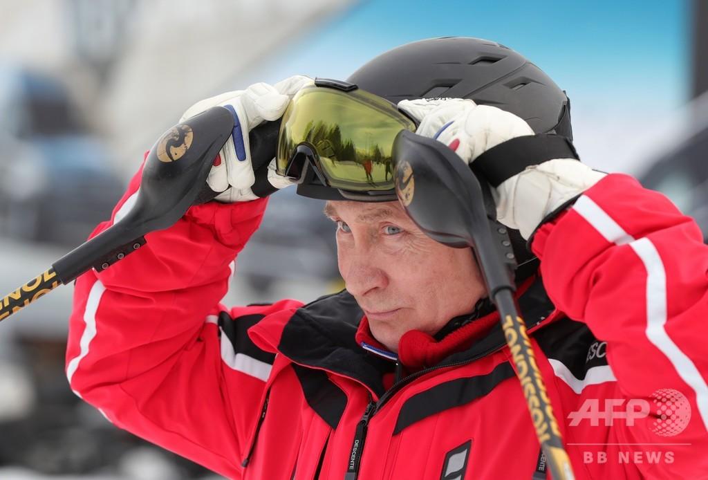 滑る姿も様になる? プーチン氏、ソチでスキー満喫