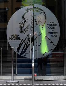 ノーベル文学賞選考機関の3人辞任 レイプ疑惑の関係者との癒着に抗議