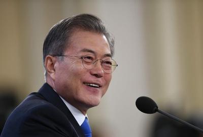 韓国大統領、南北協力事業の再開に意欲 非核化へ「大胆な措置」も訴え
