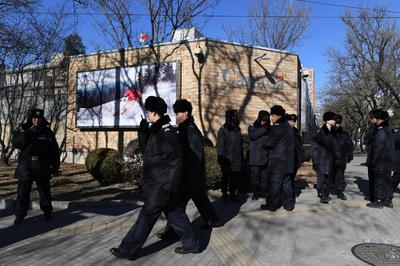 中国で麻薬密輸罪に問われたカナダ人被告、差し戻し審始まる 死刑判決の恐れも
