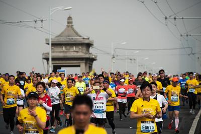 中国でランナー急増、ただし不正も横行 1大会で250人超が反則