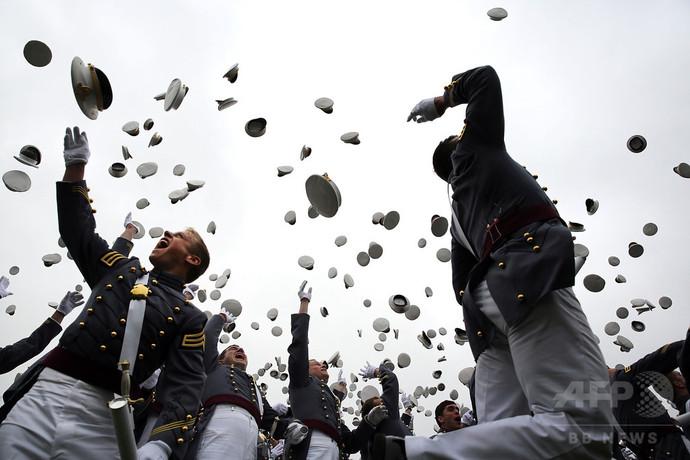 米陸軍士官学校「枕投げ」で30人負傷、1人意識不明か