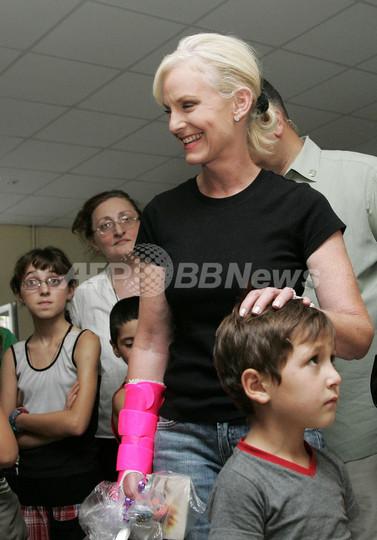 <08米大統領選挙>マケイン夫人のシンディさん、グルジアの避難民キャンプを訪問
