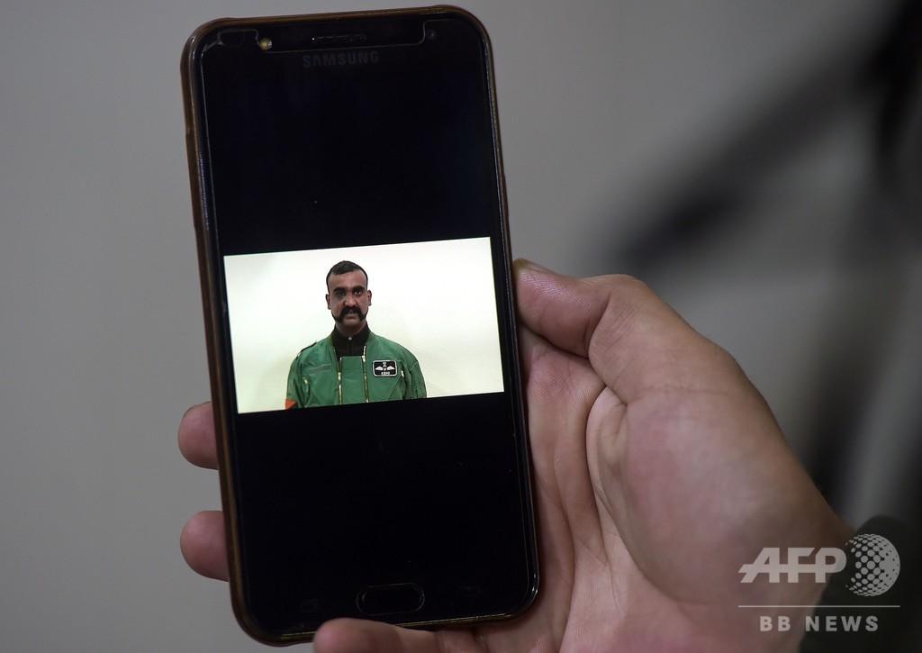 パキスタンへの称賛強要?解放されたインド軍操縦士の動画で非難噴出