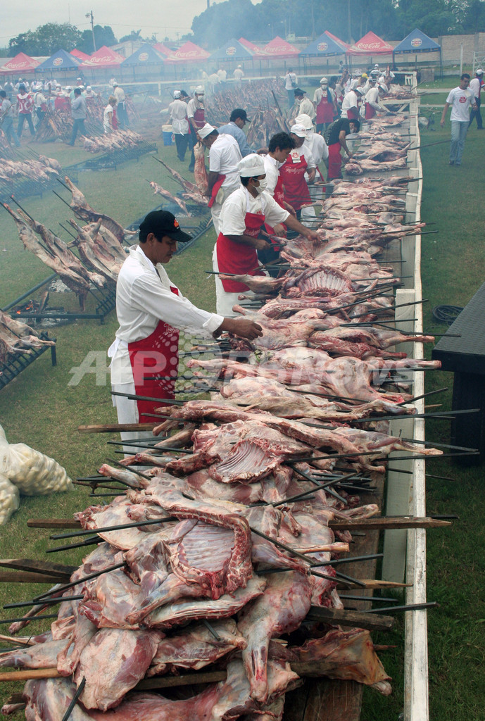 8時間で22トンの豚肉食べたバーベキュー大会、パラグアイ