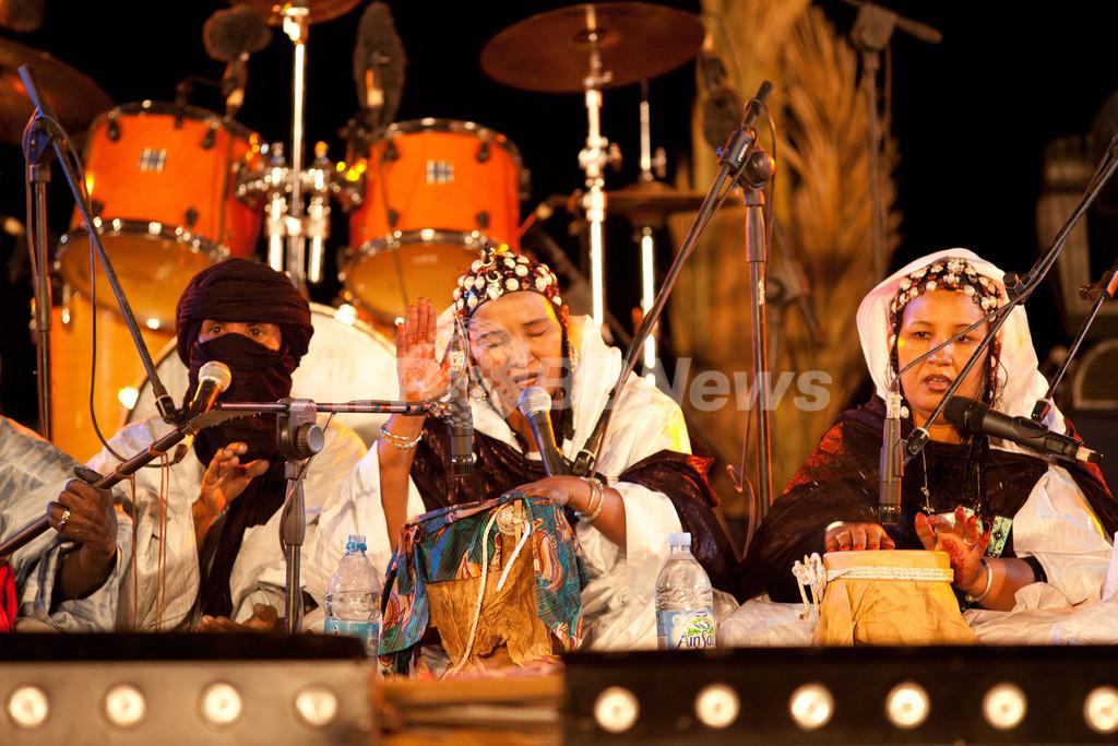 「歌うことは人類共通の権利」、騒乱のマリを逃れた女性歌手