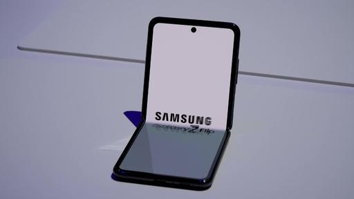 動画:サムスン、折り畳み式スマートフォン「Galaxy Z Flip」発表 約15万円