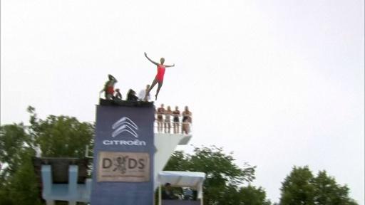動画:飛んで、ひねって、宙返り! デスダイビング世界大会 ノルウェー
