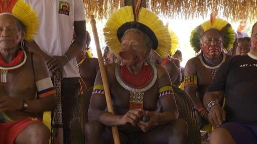 動画:アマゾン先住民ら大会合、ブラジル大統領の密林開発で共同戦線