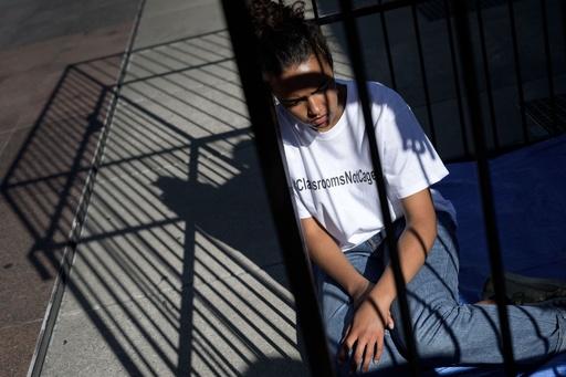 おりの中に子ども、米移民政策に抗議し国連に取り組み訴え
