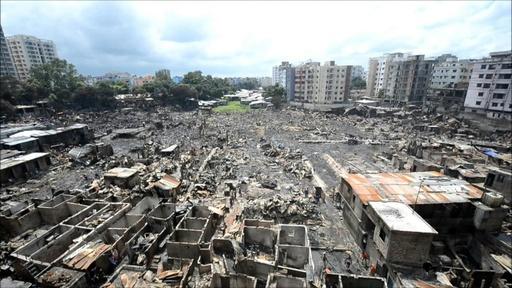 動画:バングラ首都のスラムで火災、住民1万人が焼け出される 現場の映像