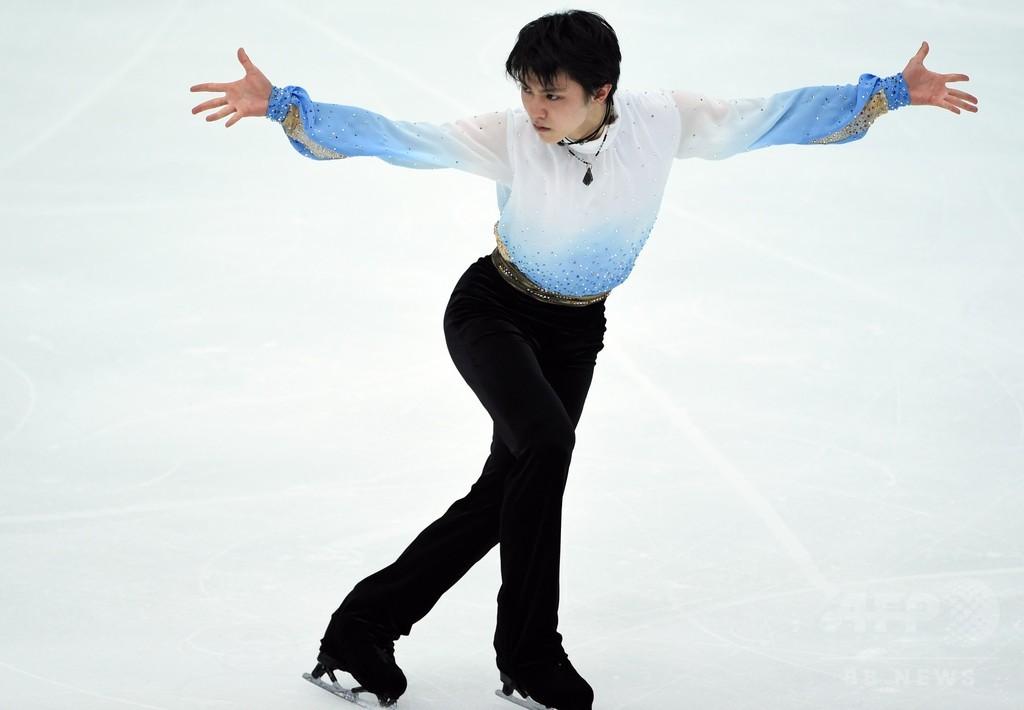 羽生「絶対に抜かしてやる」、SP世界最高得点で首位 NHK杯