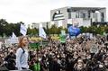 独各地で気候デモ グレタさんら「世紀の選挙」前に対策訴え