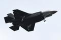 最新鋭ステルス機F35が初の展示飛行、自衛隊観閲式