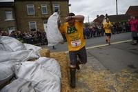 50キロの石炭担いでただ走る、レース後の達成感は格別? 英