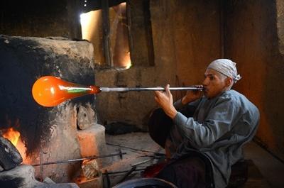 ヘラートガラス工芸、戦乱で危機に陥るアフガニスタンの伝統