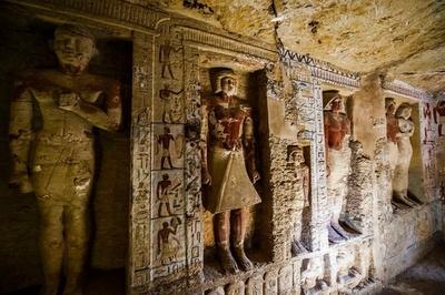 動画:4400年以上前の聖職者の墓発見、エジプト古代都市サッカラの遺跡