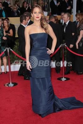ジェニファー・ローレンス、ディオールのドレスでSAG主演女優賞受賞