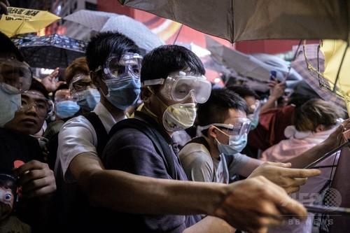 香港・旺角でデモ隊と警官隊が衝突、26人逮捕