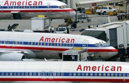 アメリカン航空機、全裸男の危険行為で緊急着陸