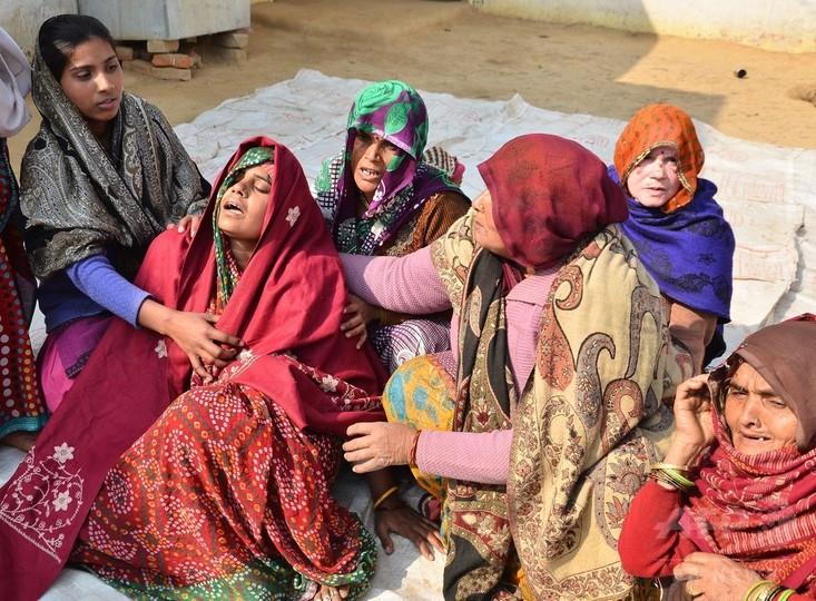 遊ぶ子どものそばで警察が一斉射撃…8歳児死亡 印北部