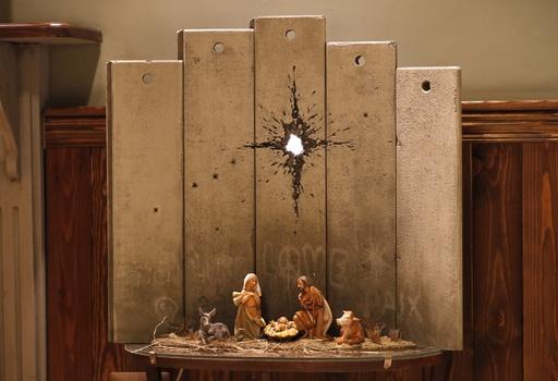 ベツレヘムにバンクシーの新作登場、分断の壁を背にキリストの生誕シーン