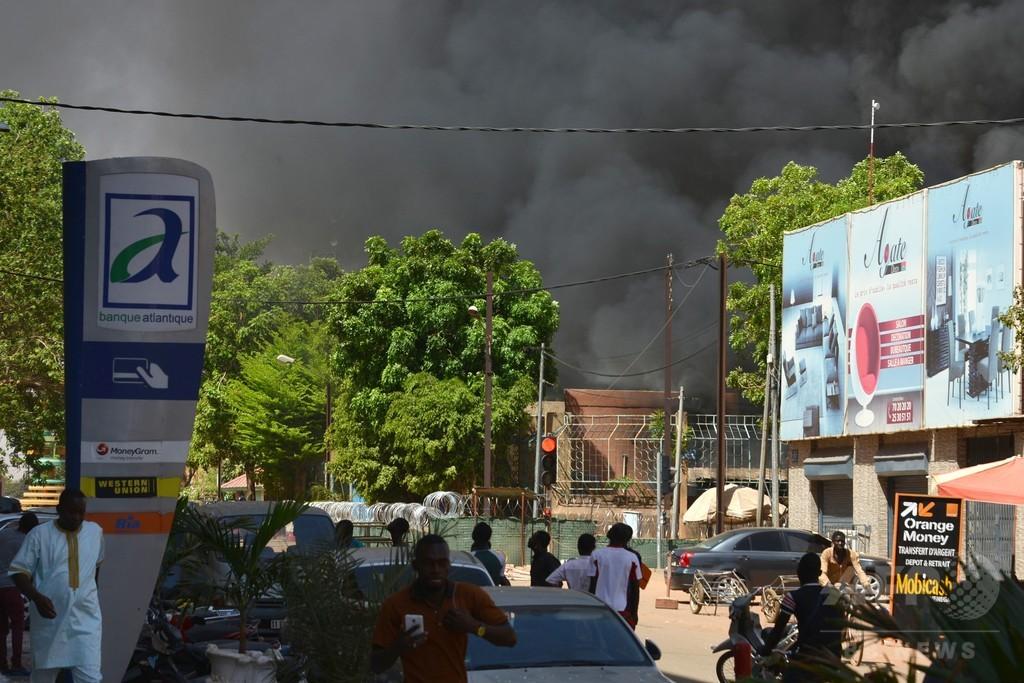 ブルキナ首都で同時襲撃 仏大使館と軍本部、数十人死傷