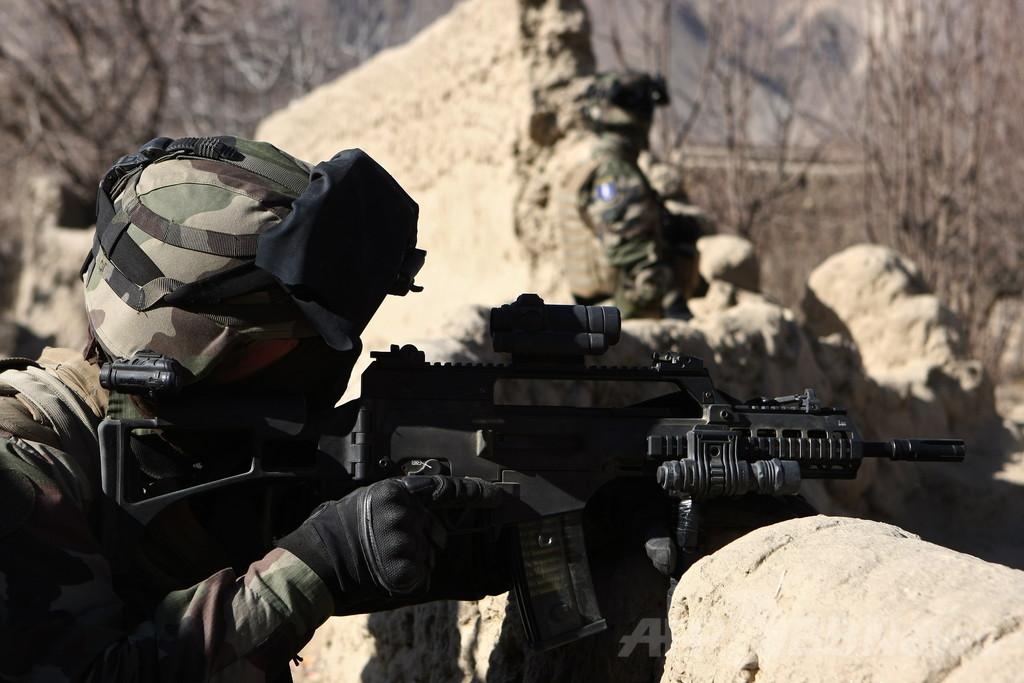 「弾がまっすぐとばない」、兵士苦情で自動小銃の発注停止 独