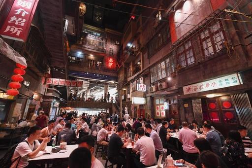 タイムスリップ? レトロな街並みを再現したレストラン 湖南・長沙