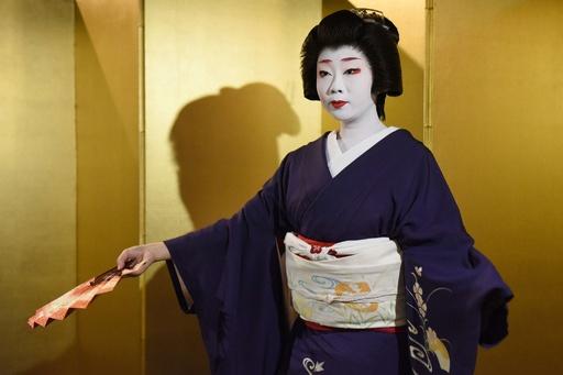 京都の芸舞妓、禁止のフライドポテト目当てに変装も