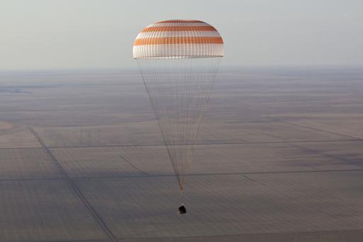 ロシア宇宙船ソユーズが帰還、ISS滞在の飛行士3人乗せ