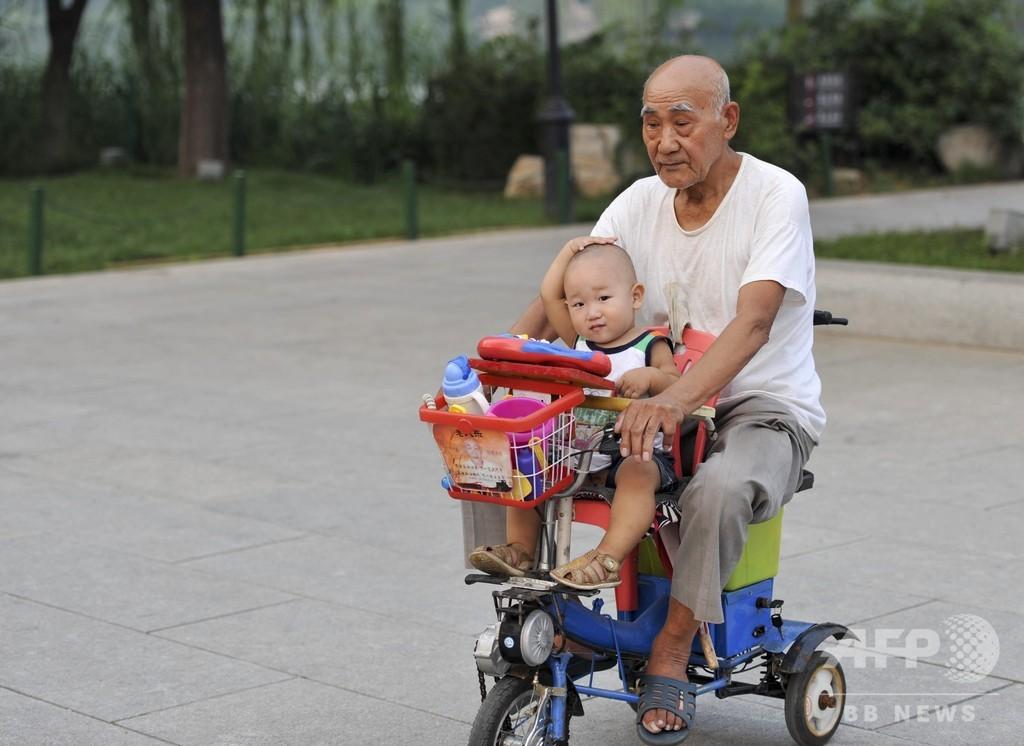 退職後の生活も楽じゃない? 祖父母が孫を世話、中国家庭独特の事情