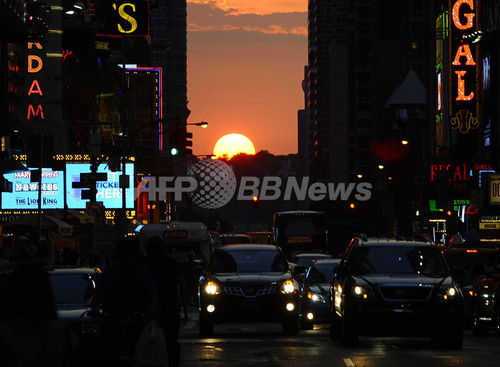 国際ニュース:AFPBB Newsニューヨーク42番街で「マンハッタンヘンジ」