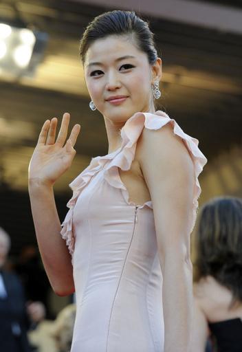 アジアのスター、ハリウッドスターに代わりファッションショーのフロントロウに?