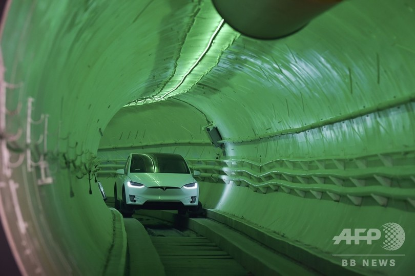マスク氏が低コストトンネル公開、都市交通網に革命?