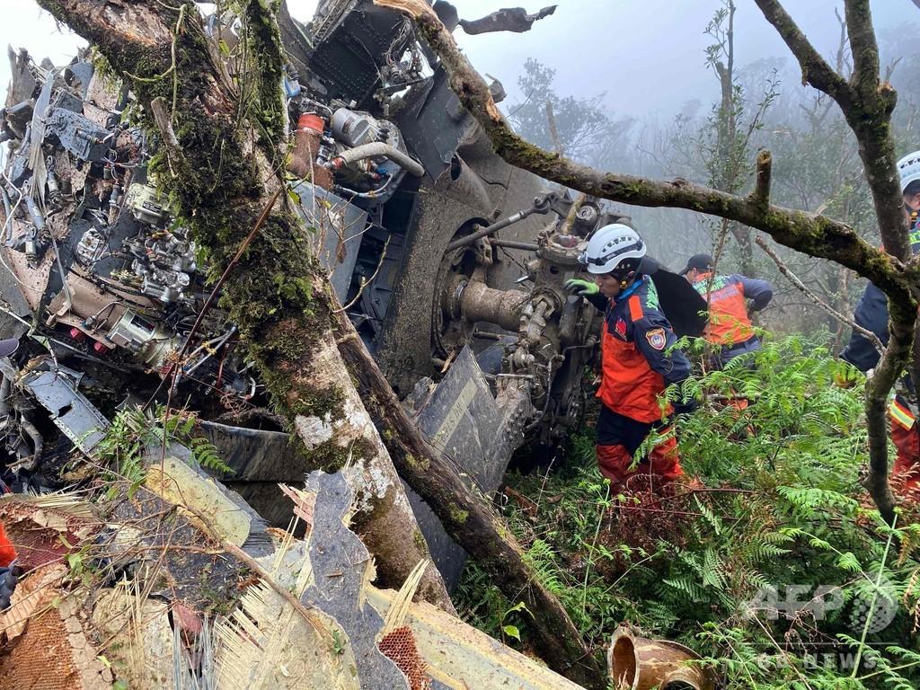台湾軍ヘリが墜落、参謀総長ら8人死亡 国防省発表