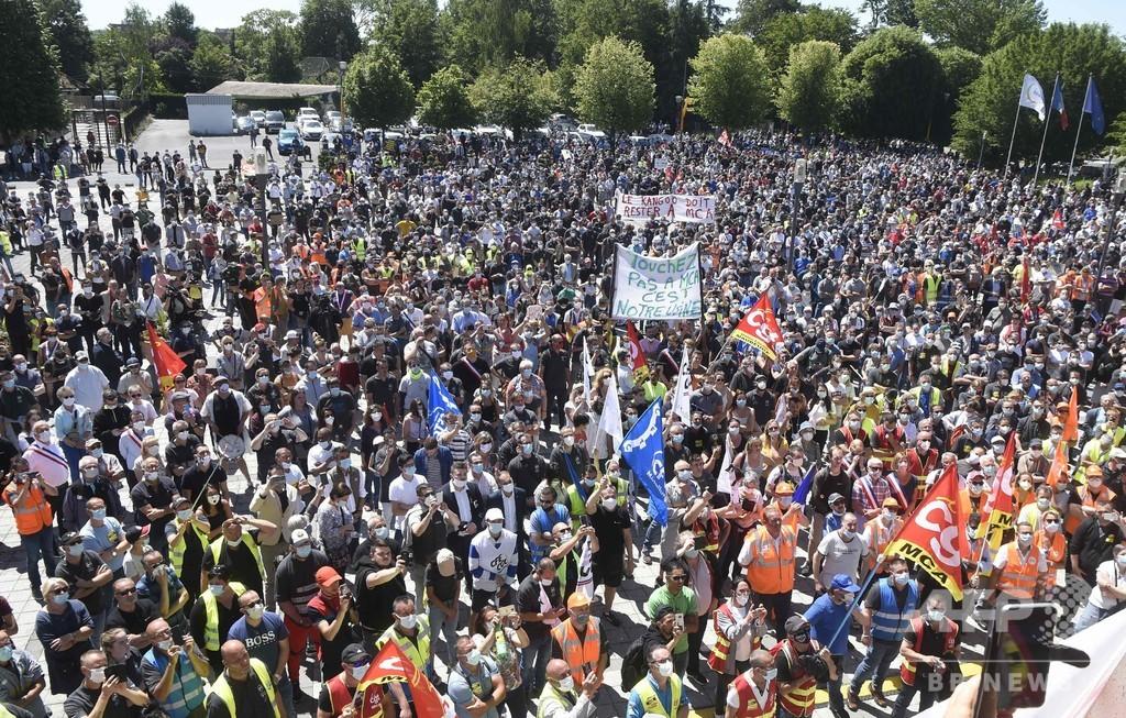 仏ルノー、新型コロナ解雇に従業員8000人が抗議 労組発表