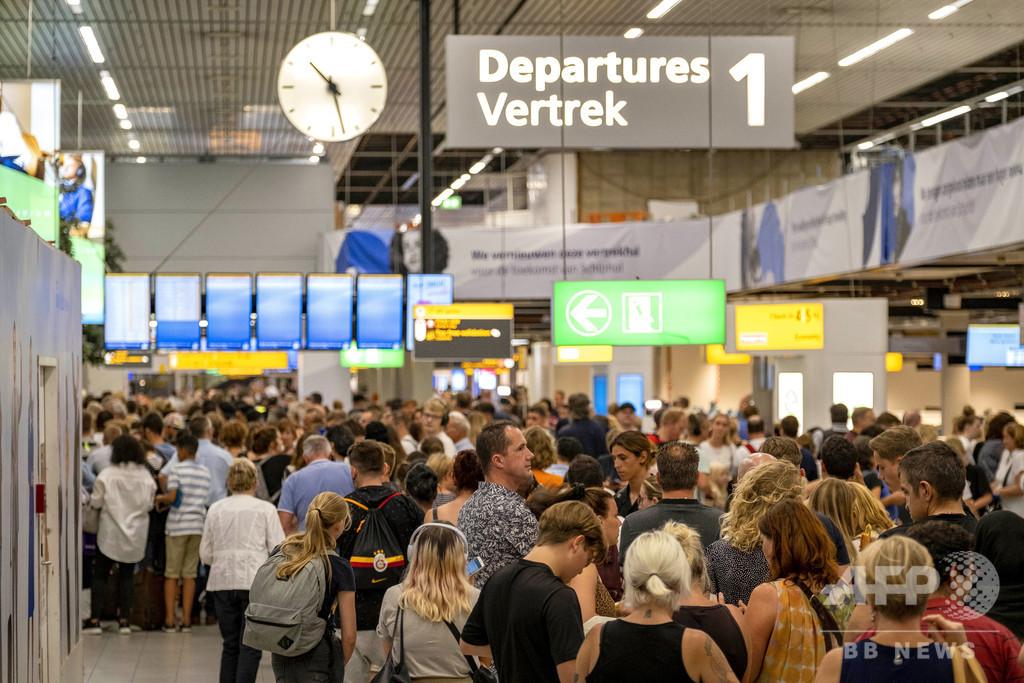 誤ってハイジャック警報、空港が大混乱 オランダ