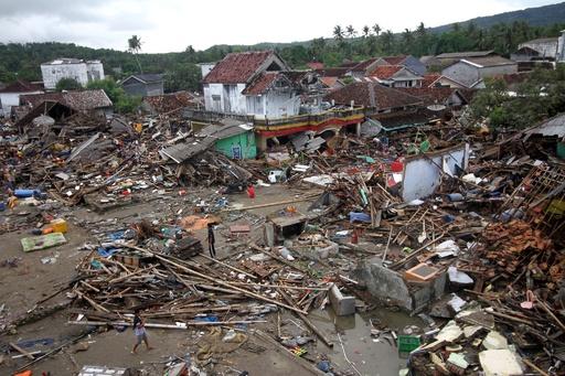 インドネシア津波、死者281人に 負傷者1000人超